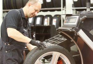 NETTO Reifen Discount Reifen Monteure